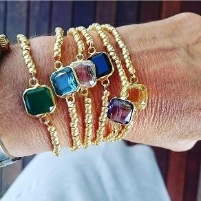 6b64497706ff Pulseras elásticas y piedras cuadradas de colores